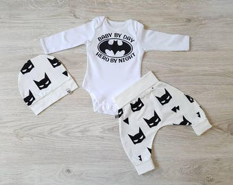 Newborn boys clothes / trendy baby boy / cute baby boy outfit / Batman baby boy / cute newborn outfit / cool baby clothes / baby boy born