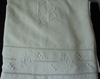 Stunning French Vintage linen heavily embroidered sheet with initials R & B (04861)