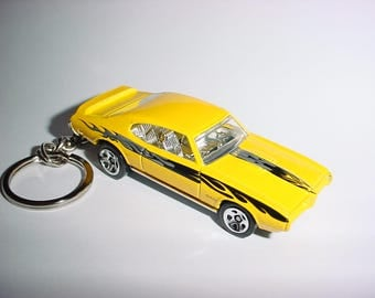 3D 1969 Pontiac GTO custom keychain by Brian Thornton keyring key chain finished in yellow/black color trim diecast metal body 69
