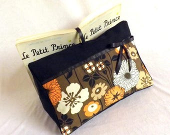"""Wears reading book """"Tigly"""" black, flowers and bow"""