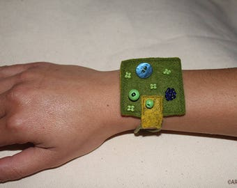 Felt square bracelet green/REF BRAFCS9