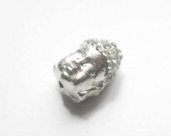 Perle Bouddha en métal argenté et strass cristal transparents