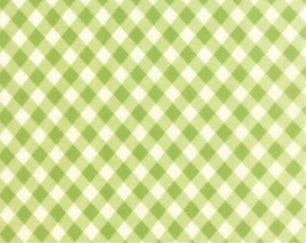 Tanya Whelan Fabric, Sunshine Roses Collection, Stripe in Green - FAT QUARTER