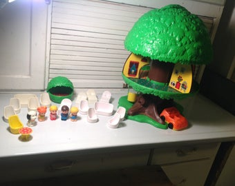 Vintage kenner family tree house