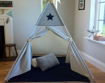 Tepee with Poles. Star and stripe design teepee playtent for kids.