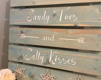 Sandy toes and salty kisses pallet art.