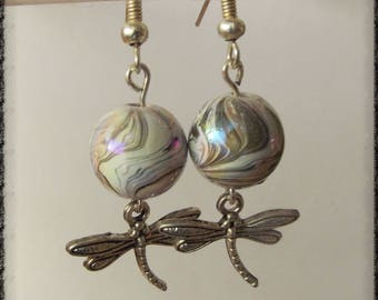 earrings with a Dragonfly pendant and a Pearly dark grey Pearl effects wave
