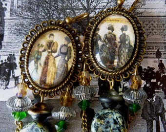 "Earrings Victorian style ""Belle Epoque"" Cabochons illustrated prints, bronze, Czech glass beads"