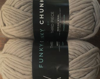 FUNKY CHUNKY Luxe Super Bulky Merino Wool Yarn 15.99+1.99ea Ship - Wheat - 82yd 200g + 3 Patterns. Nice Gift or 1-2 Ball Project! MSRP 30.00
