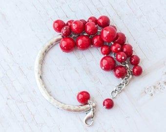 Womens red bracelet, Red bead bracelet, Bracelet rouge, Red jewelry, Red girlfriend gift, Love bracelet, Bracelet femme, Pulsera roja
