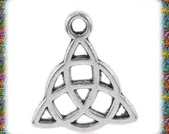 20 antique silver Celtic knot charms