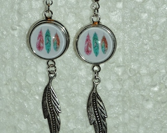 snap closure and feather Stud Earrings