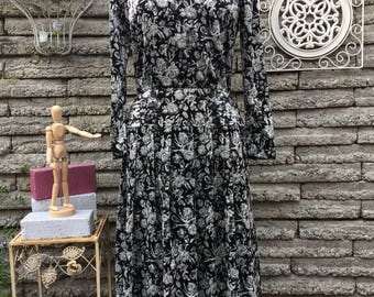 Vintage 1990's does 40's Dress * Velvet * Size Small to Medium