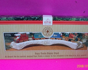 Hallmark Claus & Co Railroad Trestle Stand For Santa Claus 1991 Christmas Keepsake Ornament Railroad Cars New Stand In Damaged Box
