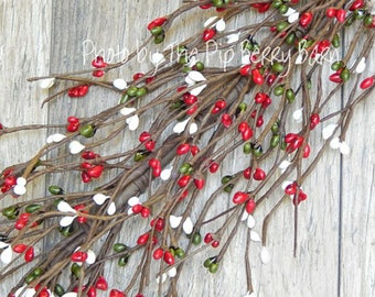 Pip Berry Garland, Green Red White Berry Garland, Holiday Garland, Christmas Wreath, Holiday Swag, Christmas Berries