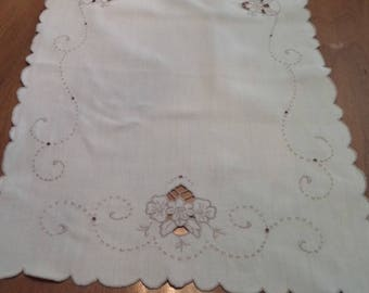 Vintage Off White Linen Dresser Scarf, Table Runner, Cutwork, Applique, Embroidered, Shabby Chic, Cottage Chic, Romantic Decor, Romantic