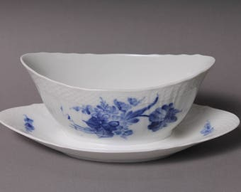Royal Copenhagen Blue Flowers Curved Gravy Boat With Attached Underplate 10/1651