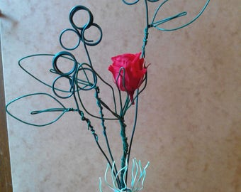 sculpture wire and mini pink stabilized... photo holder, think beast