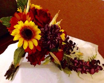Fall elegance bridal bouquet and free boutonniere