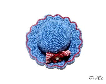 Blue and Red crochet hat pincushion, Cappellino puntaspilli blu e rosso all'uncinetto