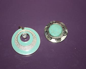 SET OF A SKY BLUE PENDANT OVER A FAUX TURQUOISE CABOCHON TO BE STUCK