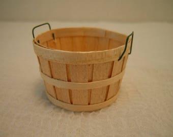 Miniature Bushel Basket ~ Artisan ~ Handmade ~ Miniature ~Fairy garden ~ Dollhouse ~ Terrarium ~ Accessories