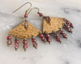 Earrings ethnic and Bohemian, hammered brass and Red picasso Czech beads, travertine Leamorphoses.