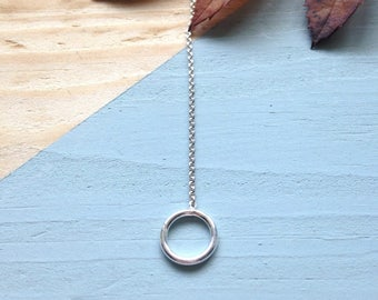 Silver circle threader | Handmade circle ear threader in sterling silver | Simple ear threader | Recycled packaging.