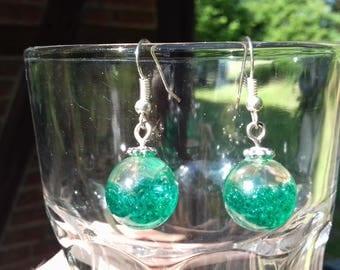 Ball resin inlay green pearl earrings