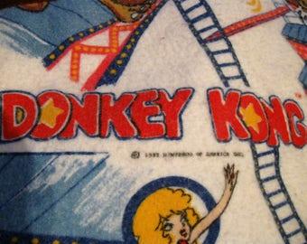 "Fabulous Find Authentic Vintage 1982 Nintendo DONKEY KONG BLANKET 70"" X 90"" Video Arcade Game Great Graphics Gorilla Mario Pauline  964"