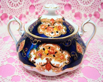 Beautiful Vintage Gilded ROYAL ALBERT HEIRLOOM Covered/Lidded Sugar Bowl.