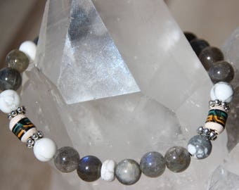 labradorite, howlite bracelet and beads from Peru