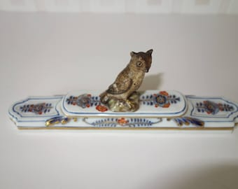 Meissen Paperweight with miniature horned owl c1830