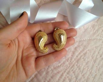1960s Clip on Earrings - Swirl Earrings - Gold Earrings - Mod Earrings - Retro Earrings - Tear Drop Earrings - Vintage Earrings - Vintage