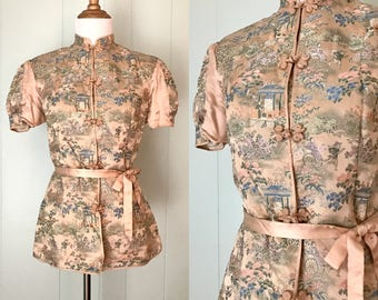 1940s Peach Asian Inspired Silk Brocade Shirt with Sash | 40s Novelty Print Puff Sleeve Blouse | Vintage Retro Mandarin Collar Pajama Top