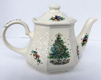 Sadler Lattace Embossed Tea Pot Salem Christmas Eve Made in England White with a Festive Transfers