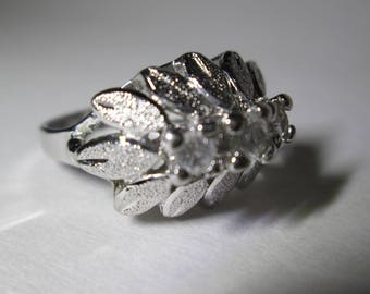Uncas Sterling Silver Rhinestone Vintage Ring -- FREE SHIPPING  --  SIZE 5