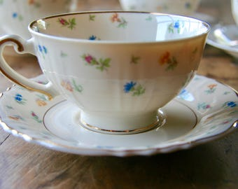 Vintage Syracuse Federal Shape Suzanne Cup and Saucer Set of Four With Creamer