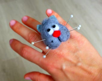 Cat pincushion ring, Needle felted pincushion ring, Gift for sewists, sewers, seamstresses, Gift for cat lover