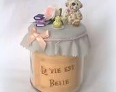 """Bougie """"La vie est belle"""" couleur pêche, ourson en tissu fleuri"""