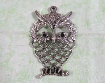 1 Antique Silver Owl Pendant Charm 58 x 37.5mm (B334j)
