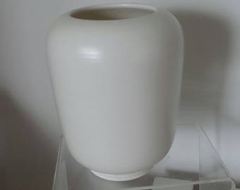 Norman Wilson  Wedgwood concentric engine-turned banding vase