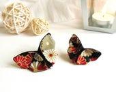 Broche papillon origami. Tissu japonais à fleurs. Doré rouge gris blanc. Soie sauvage noire. Haut de gamme.