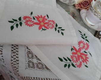 Beautiful table runner pretty pink flowers original vintage hand embroidery linen