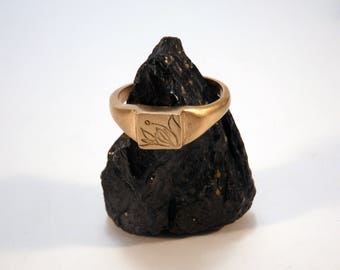 Flower signet ring handmade in bronze