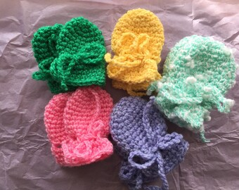 Hand crochet baby mittens - no thumbs - 6-12 months