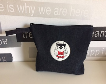 Bag/Make-uptas of jeans fabric with a owl in the middle
