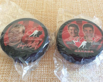 Vintage NHL collectible hockey puck collectible Wayne Gretzky Mario Lemieux and Scott Niedermayer