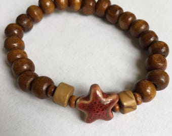 Wood beaded bracelet with one red starfish