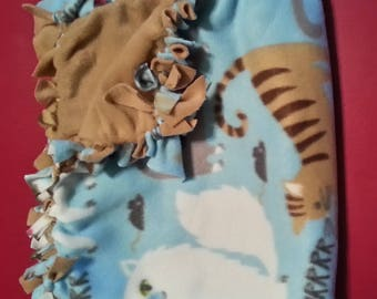 Cute Kitty Pattern Hand-Tied Pet Blankets (small)